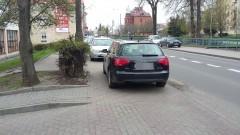 Mistrzowie(nie tylko)parkowania na chodniku przy ul.Mickiewicza w Malborku – 12.04.2017