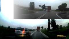 Walczyła o każdą sekundę. Podwójna ciągła, skrzyżowanie, łuk drogi i opady deszczu. Jak oceniacie taką jazdę? - 27.07.2017
