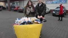 ZS Nr 2 w Nowym Dworze Gdańskim: Akcja charytatywna- zbiórka żywności w marketach. - 22.12.2017