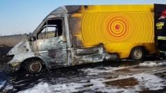 Auto stanęło w płomieniach