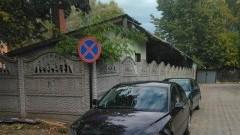 Kolejny raz zablokowany wyjazd OSP w Nowym Dworze Gdańskim. Mistrzowie (nie tylko) parkowania.