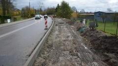 Nowe trasy rowerowe w Nowym Dworze Gdańskim. Trwają prace budowlane.