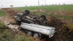 Stegna: Auto wpadło do rowu. 61-letni kierowca bez uprawnień miał 1,5 promila alkoholu.