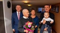 Gmina Nowy Dwór Gdański: Życzenia Burmistrza z okazji 92.urodzin Pana Stanisława Wróbla.