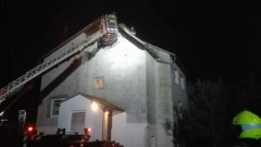 Zderzenie ciężarówki z samochodem osobowym, pożar dachu i pożar ciężarówki - tygodniowy raport nowodworskich służb mundurowych