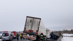 Zderzenie ciężarówek na S7. Poszkodowany trafił do szpitala.