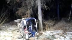Waćmierek: Zderzenie samochodu osobowego z drzewem. Poszkodowani trafili do szpitala