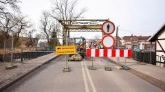 Most zwodzony w centrum Nowego Dworu Gdańskiego zamknięty.