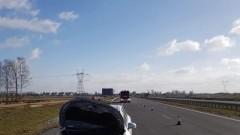 Samochód osobowy wjechał w tył ciężarówki na S7.