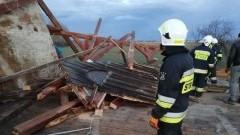Cedry Małe: Silny wiatr zerwał dach. Akcja strażaków trwała 6 godzin.