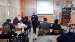 Mikoszewo: W Szkole Podstawowej o uzależnieniach i nie tylko. Spotkanie funkcjonariuszki policji z młodzieżą.