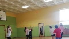 Mikoszewo: Rozgrywki uczniów z nauczycielami w siatkówkę i ringo