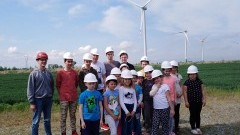 Uczniowie z ZS Tujsk odwiedzili Farmę Wiatrową