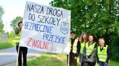 """Tujsk: """"Nasza droga do szkoły-bezpieczne przejście"""" - akcja uczniów Zespołu Szkół"""