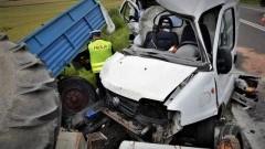 Fiatem staranował ciągnik rolniczy z przyczepą