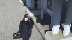Rozpoznajesz kobietę ze zdjęć? Powiadom policję ma związek z kradzieżą.