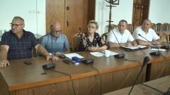 Nadzwyczajna sesja Rady Miejskiej w Nowym Stawie. Oglądaj na żywo.