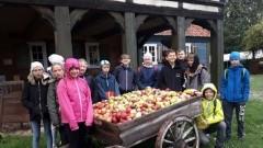 Uczniowie Szkoły Podstawowej w Sztutowie z wizytą w domu podcieniowym Mały Holender