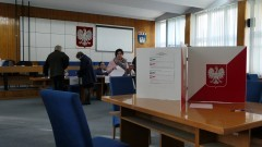 Mieszkańcy Nowego Dworu Gdańskiego głosują. Wybory parlamentarne 2019.