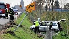 Bez prawa jazdy spowodował wypadek, w samochodzie było 10 osób