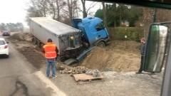Nowa Wieś Malborska. Ciężarówka wjechała do rowu na DW 515