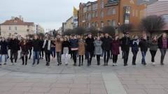 Debiut maturzystów ZSP4. Po raz czwarty klasy maturalne zatańczyły poloneza na Placu Jagiellończyka.