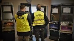 Tczew. Zabezpieczono nielegalne automaty do gier hazardowych oraz narkotyki.