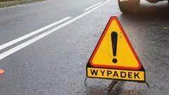 Wypadek w Marzęcinie. Kierowca osobówki trafił do szpitala – raport nowodworskich służb mundurowych.