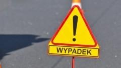 Jedna osoba poszkodowana po zderzeniu skutera z osobówką w Sztutowie – raport nowodworskich służb mundurowych.