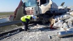 Zderzenie dwóch ciężarówek na S7 – raport nowodworskich służb mundurowych.