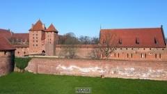 Co dzieje się z murami przy zamku krzyżackim w Malborku? Zobacz nagranie z drona.