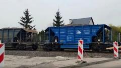 Pociąg na przejeździe kolejowym w Nowej Wsi Malborskiej. Czy to koniec remontu linii 207?