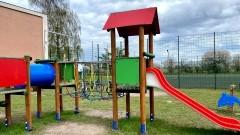 Nowy Dwór Gdański. Przy SP2 powstał plac zabaw dla dzieci.