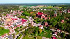 120 metrów nad Fromborkiem. Zobacz Wzgórze Katedralne z drona.