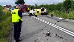 DW519. Po zderzeniu osobówki z ciężarówką śmierć poniósł jeden z kierowców.