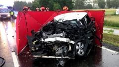 DK55. W czołowym zderzeniu z ciężarówką, kierowca osobówki poniósł śmierć na miejscu.
