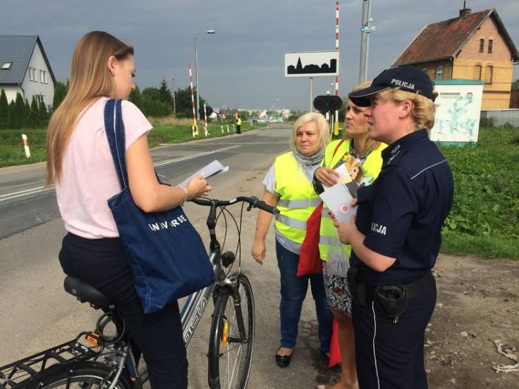 Na przejazdach kolejowych wciąż dochodzi do wypadków. Malborscy policjanci włączyli się do akcji Bezpieczny przejazd - Szlaban na Ryzyko! - 11.08.2017