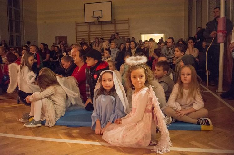 WOŚP Stegna: Zobacz jak grali podczas 26 finału Wielkiej Orkiestry Świątecznej Pomocy w szkole w Stegnie. - 14.01.2018