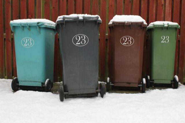Urząd Gminy Sztutowo apeluje : Pamiętajmy o wystawieniu dzień wcześniej pojemników z odpadami! - 12.02.2018
