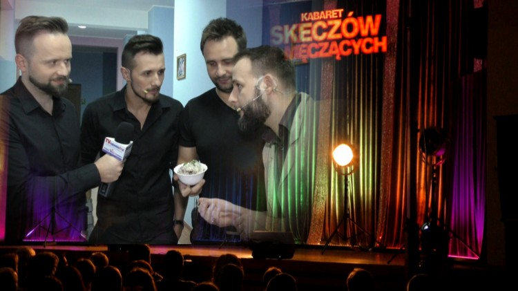 """""""W Stanach jedliśmy smalec"""". Kabaret Skeczów Męczących w Malborku – 09.02.2018"""
