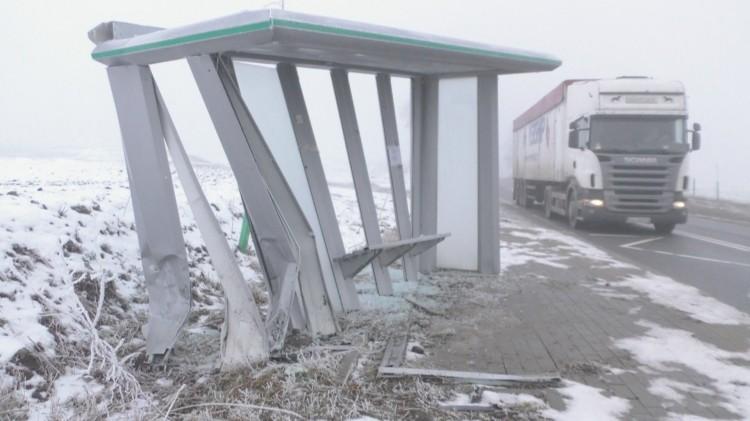 Gmina Stary Targ: Roztrzaskał wiatę przystankową. Policja szuka sprawcy – 14.02.2018