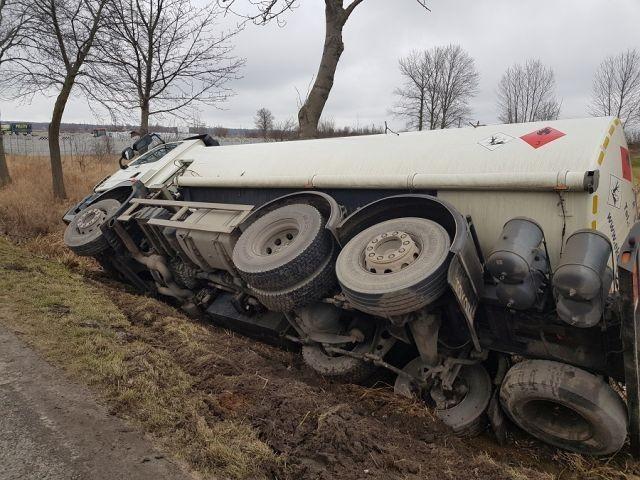 Dwa poważne wypadki drogowe - czyli weekendowy raport nowodworskich służb mundurowych