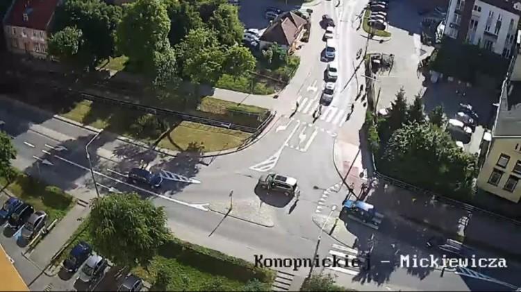 Malbork: Mężczyzna nagle upada, kierowca gwałtownie hamuje. Pieszy cudem uniknął potrącenia