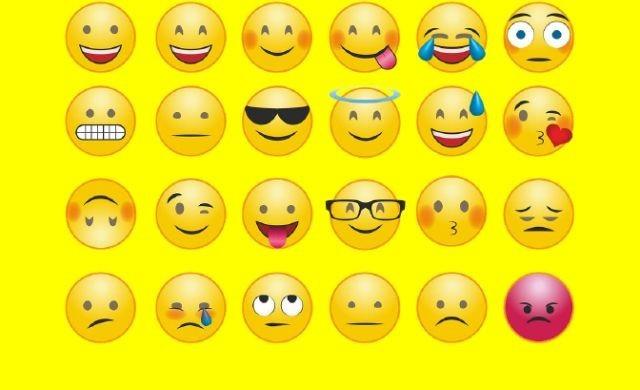 Wakacyjny happening z okazji Światowego Dnia Emoji w Sztutowie – przełożony
