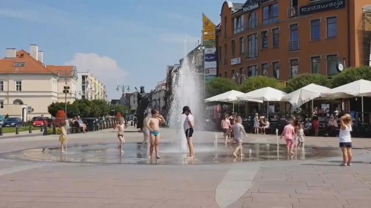 Malbork: Dlaczego nie można kąpać się w fontannie miejskiej na Kościuszki?