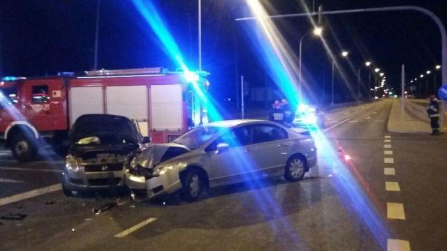 Zderzenie Suzuki z Hondą w Malborku. 69-latka wjechała na skrzyżowanie na czerwonym świetle.