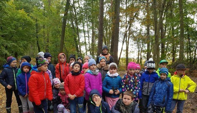 Zajęcia plenerowe uczniów ze Szkoły Podstawowej w Jantarze