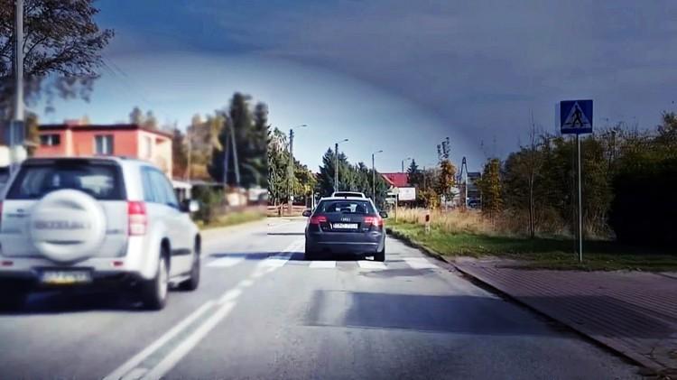 Wariat na drodze w Kątach Rybackich. Złamał kilka przepisów jednocześnie. Kierowcy grozi surowa kara