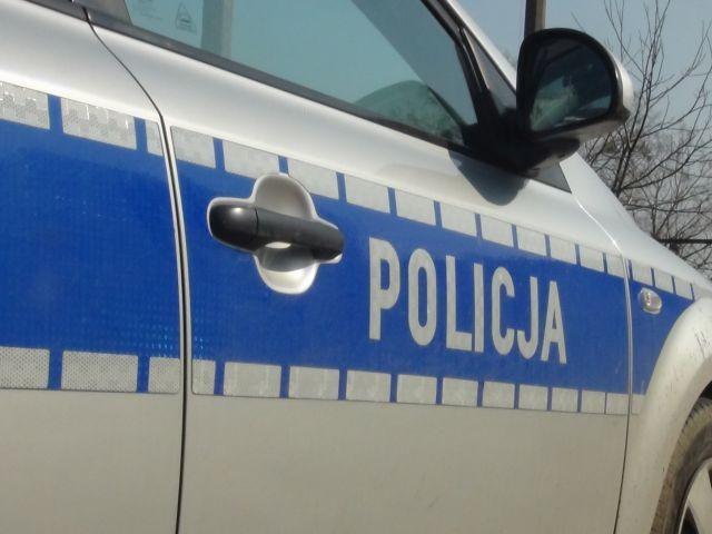 Zderzenie dwóch samochodów w Sztumie. 69-letni kierowca pod wpływem alkoholu spowodował kolizję.