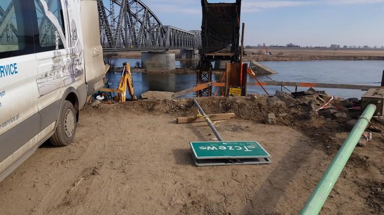 Most Tczewski ginie w oczach. Demontaż ponad 2 tysięcy ton stali.